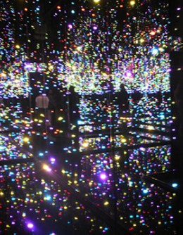 Infinity Mirrored Room―Filled with the Brilliance of Life